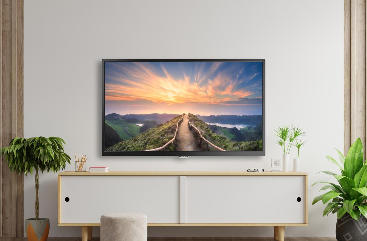 Moderno salón con televisión smart tv aspes de 82'' ATV82UHD